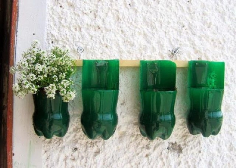 How to make flower pots out of plastic bottles? With examples