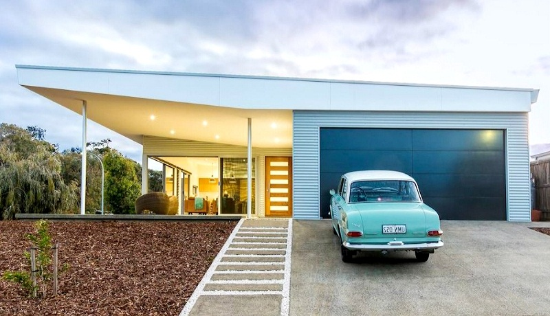 Projects of houses with a garage under one roof: beautiful and practical ideas